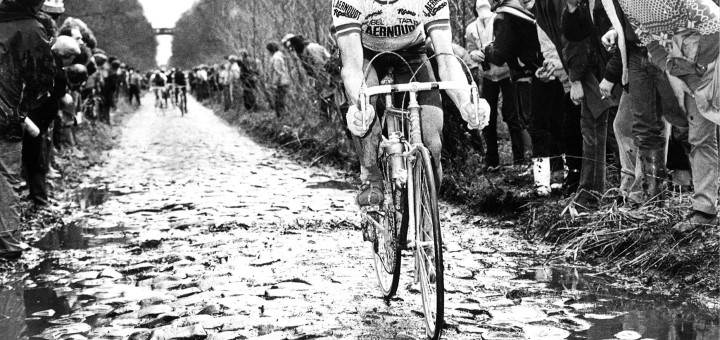 Hennie Kuiper on his way to win Paris-Roubaix '83