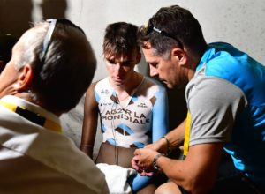 Bardet roto tras la crono del Tour en Marsella