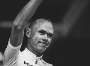Chris Froome en la presentación del Tour de Francia en Düsseldorf con su maillot blanco Castelli, la equitación del Team Sky para este Tour