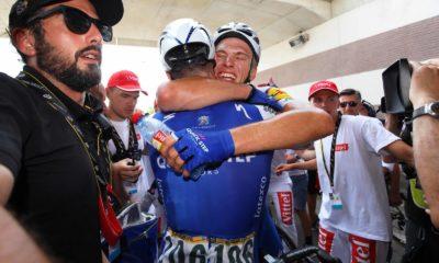 Fabio Sabatini felicita a Marcel Kittel en el Tour