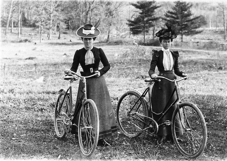 Ciclistas pioneras bicicletas JoanSeguidor