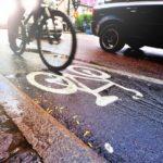 Los camioneros se quejan del anuncio de la DGT para respetar a los ciclistas en la carretera