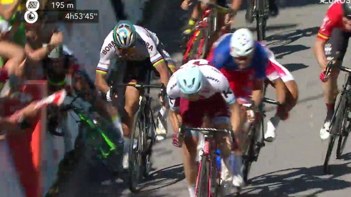 Sagan tira a Cavendish en la llegada del Tour a Vittel
