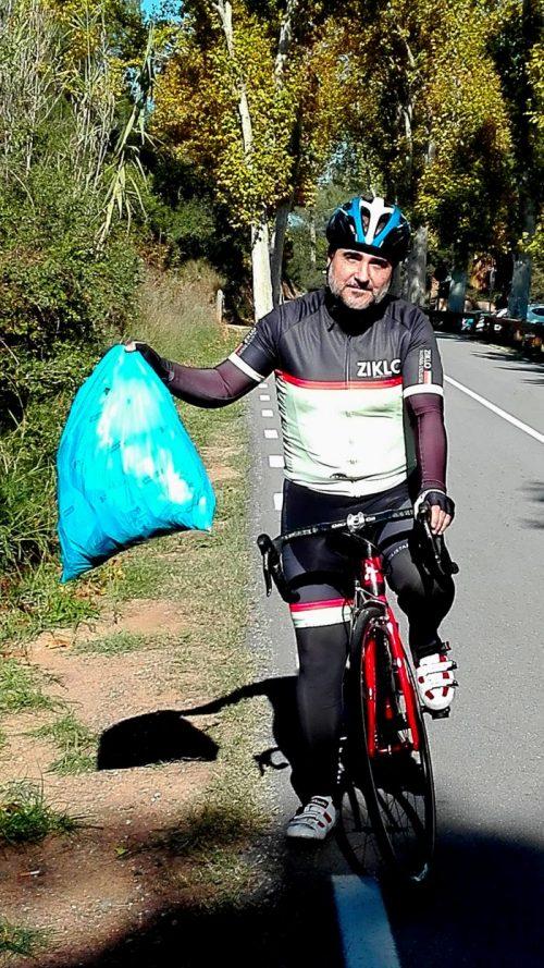 ciclista limpieza de un puerto JoanSeguidor